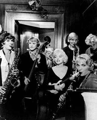 american-actors-tony-curtis-and-jack-lemmon-and-american-actresses-picture-id158747513